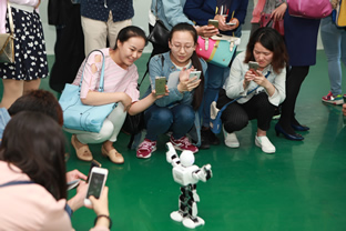 機器人互動大學生1.JPG